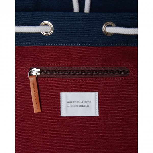Sandqvist Stig Backpack multi navy / burgundy with cognac brown leather backpack van Katoen